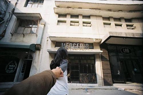 Bộ ảnh lấy ý tưởng một cô gái dắt tay người yêu rong ruổi qua những góc nhà quen thuộc ở Zone 9 vào một buổi sáng mùa đông.