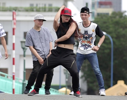 Dancers-HCM-JPG-1919-1407984657.jpg
