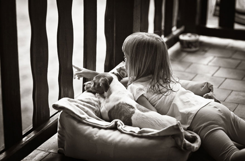 Đôi bạn nhỏ không bao giờ sợ buồn.
