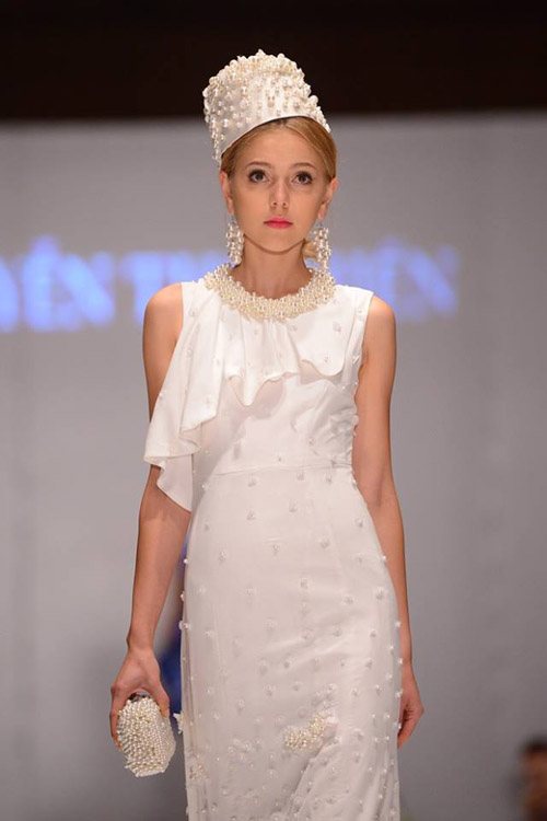 Ngoài việc được mời trình diễn nhiều show thời trang Việt Nam, Magda còn từng có cơ hội làm việc với Belle Sauvage - nhà thiết kế cho rất nhiều ngôi sao như Lady Gaga, Katy Perry. Ngoài ra, cô nàng còn xuất hiện trong show Emporio Armani và trình diễn cho Tuần lễ thời trang Seoul Thu Đông 2014.
