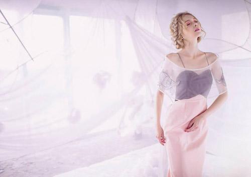 Nhờ vẻ đẹp trong sáng, thánh thiện, Magdalena thường được mời làm mẫu cho những bộ ảnh áo cưới hay những concept lung linh, đậm chất nghệ thuật.