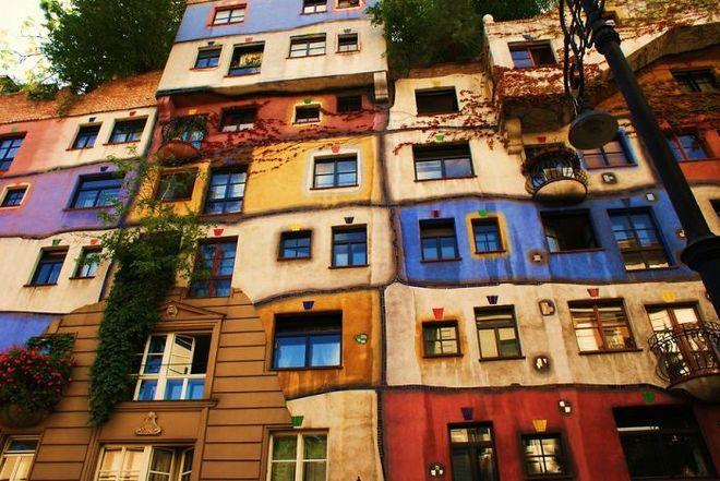 Hundertwasserhaus ở thành phố Vienna (nước Áo) vừa rực rỡ, sinh động lại có nét cổ điển đặc biệt.