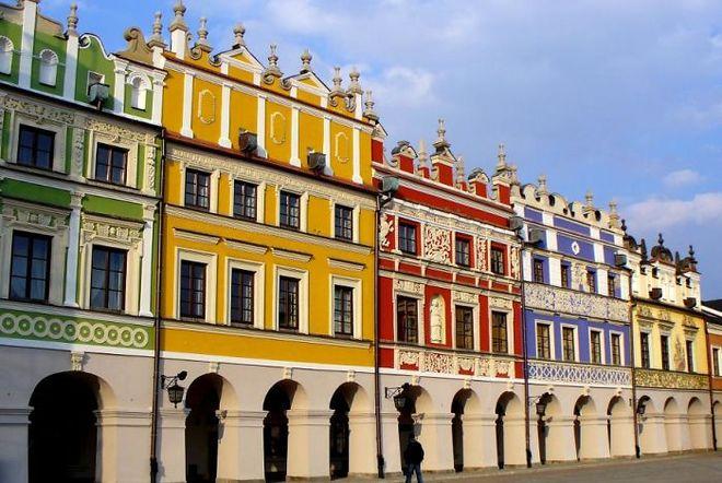Kiến trúc ở thị trấn Zamosc (tỉnh Lubelskie, đông nam Ba Lan) có phong cách độc đáo rất riêng.