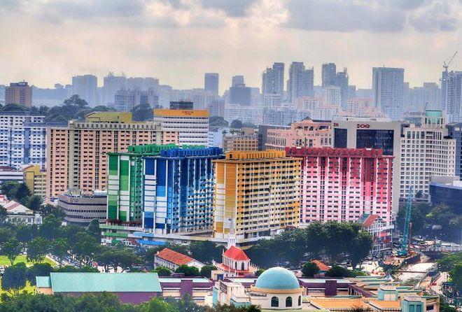 Những tòa nhà cao tầng ở Singapore cũng được khoác chiếc áo sặc sỡ bắt mắt.