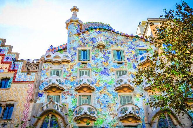 Tòa kiến trúc Casa Batlló ở Barcelona, Tây Ban Nha, lộng lẫy như cung điện.