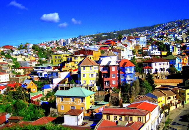 Thành phố Valparaiso của Chile đẹp như tranh vẽ dưới ánh mặt trời.