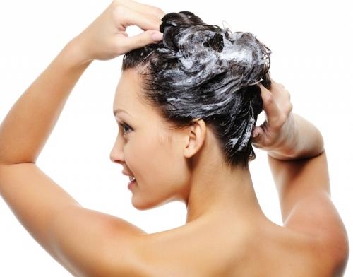 Làm cách nào để mái tóc luôn sạch gàu và mềm mượt?