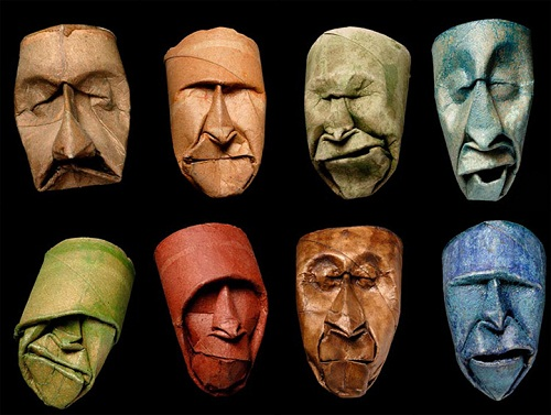 Anh đã biến cuộn giấy vệ sinh cũ thành nhiều khuôn mặt với đủ cung bậc cảm xúc.