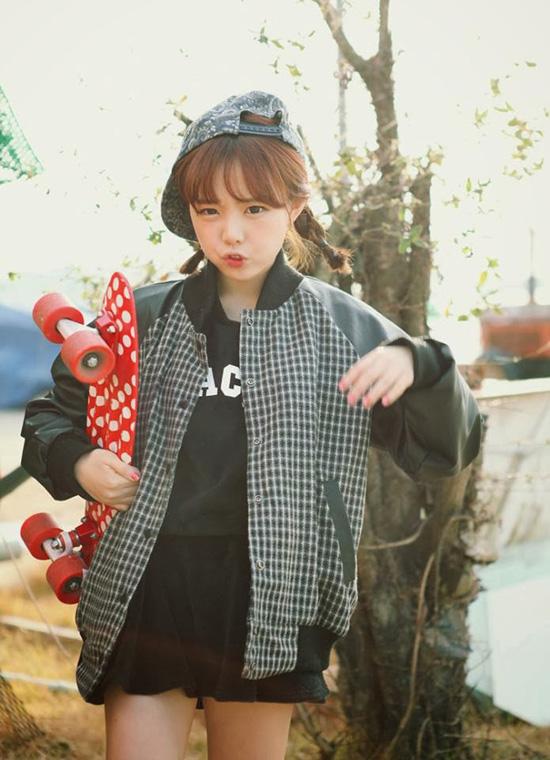 Bắt đầu debut từ năm 2009, đến nay dù không còn xuất hiện quá nhiều trên các phương tiện truyền thông nhưng Hong Young Gi vẫn là cái tên sở hữu lượng fan đông đảo nhất nhì giới ulzzang Hàn.