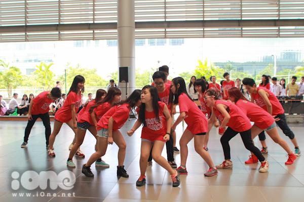 Crowd dance  ngày hội tiền sự kiện cho chương trình ngày hội anh tài 2014 vừa được tổ chức sáng nay dance -10 Ngày hội được tổ chức với mục đích tạo không gian mới mẻ để các khối chuyên hiểu nhau thêm, cũng như để tất cả các học sinh có những giây phút thoải mái trước khi năm học mới bắt đầu.