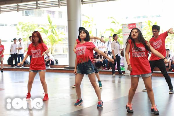 Crowd dance đem đến một màn trình diễn sôi động và ấn tượng.
