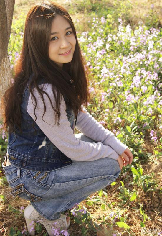 9. Chu Y Huyên là sinh viên Học viện Ngoại ngữ Bắc Kinh, có tài ca hát và đánh đàn guitar.