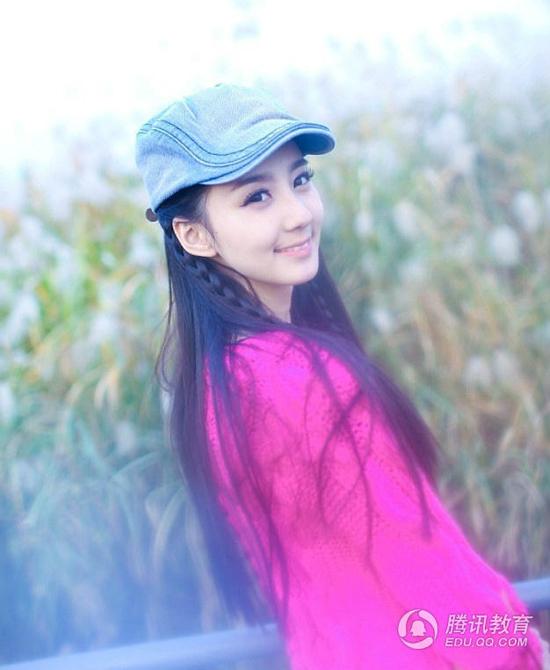 3. Hứa Hiểu Nặc, 20 tuổi, nữ sinh dễ thương như cô gái hàng xóm của khoa thanh nhạc Học viện Âm nhạc Vũ Hán.