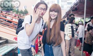 Hòa Minzy ăn gian khi pose hình cạnh Andrea