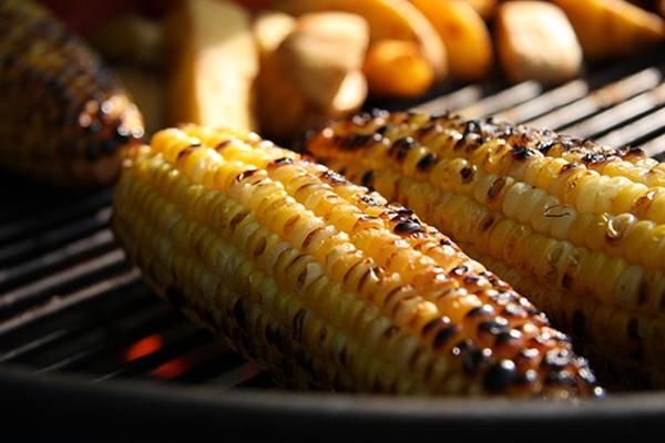 Đồ nướng là món ăn vặt dễ bắt gặp nhất tại khu vực công viên Gia Định. Ảnh: Foody.