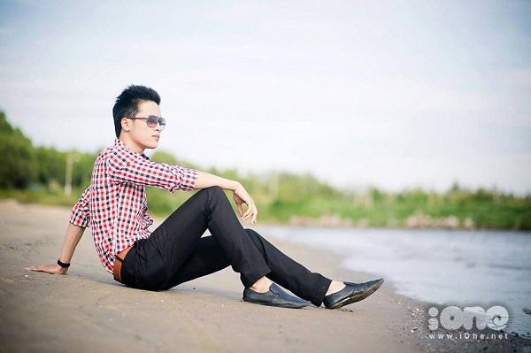 Không chỉ sở hữu ngoại hình điển trai, Việt Vương còn có rất nhiều tài lẻ như chơi đàn, hát.. . từng tham gia các cuộc thi hoc sinh thanh lịch từ cấp 3 cho tới đại học, cậu bạn tự tin thể hiện ca khúc của mình.
