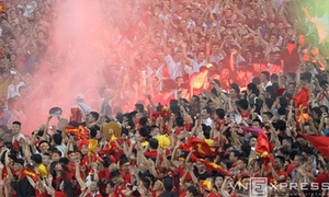 CĐV sướng nghẹt thở vì chiến thắng 'hủy diệt' của U19 Việt Nam