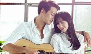 Sao Hàn 14/9: 'Đôi đũa lệch' Bi Rain - Krystal tựa đầu tình tứ