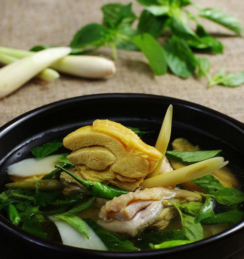 Lẩu gà rất thông dụng tại Hà Nội. Ảnh: ngoisao
