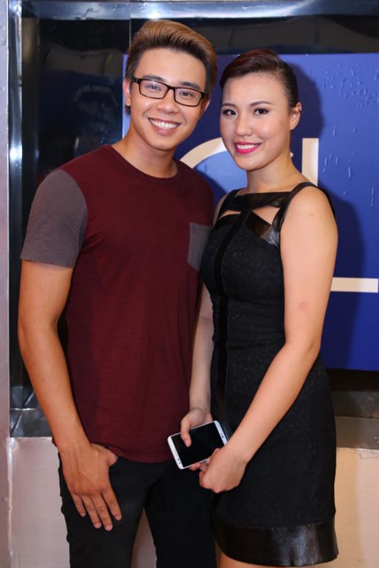 Đông Hùng và Phương Linh cũng là một cặp đôi thí sinh dành tình cảm cho nhau khi tham gia chương trình Vietnam Idol 2014. Trong cuộc thi, cả hai luôn thân thiết và đồng hành cùng nhau.Nhữnghình ảnhPhương Linh ngồi trông nom cậu emĐông Hùng nghỉ ngơi phía trong hậu trường làm dấy nên nghi ngờ cả hai tìm hiểu nhau.