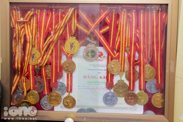 Trong suốt hơn 9 năm theo đuổi bộ môn này, Quỳnh Hương đang sở hữu một số lượng huy chương, cup giải thưởng đồ sộ đáng ngưỡng mộ. Gia đình đã phải dành hẳn một phòng trên tầng cao nhất để cho cô làm nơi cất giữ những kho báu của mình