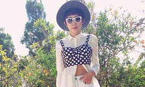 Hot or not: Tóc Tiên thử mốt mặc crop top ngoài sơ mi