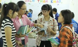Sinh viên hào hứng tham gia 'ngày hội đổi sách'