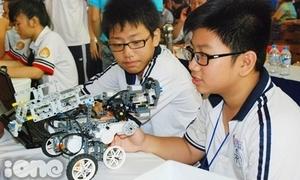 Teens Sài thành tung 'chiến binh' robot cực chất đọ sức
