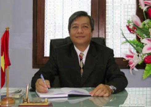 Thầy Nguyễn Tấn Lộc - Hiệu trưởng trường THPT Hùng Vương, Q.5, TP.HCM.