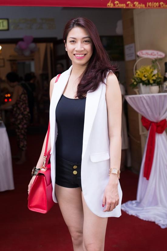 Pha Lê cũng xuất hiện tại sự kiện, nữ ca sĩ chọn trang phục thanh lịch