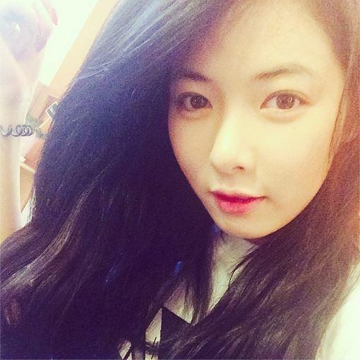 4minute-hyuna-shows-off-her-cu-6732-4784