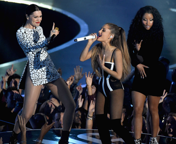 Ariana-Grande-Performs-at-2014-6857-5610
