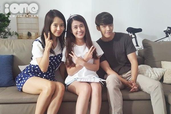 Hai ngôi sao của điện ảnh Hàn Quốc -Kim Woo Bin và Song Ji Hyo sang Việt Nam vào tuần qua để thực hiện một đoạn phim ngắn do một thương hiệu tổ chức. Hot girl Ngọc Thảo may mắn được chọn đại diện gp1 mặt cùng hai nghệ sĩ xứ kim chi.