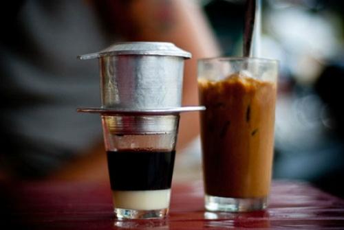 Cuộc sống đôi khi cũng vui như ta khuấy thìa, nghe tiếng lanh canh của muỗng chạm vào cốc, cà phê đâu chỉ là để uống và nỗi buồn đâu phải chỉ để quên.
