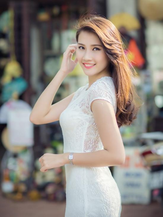 hanh Tú sinh năm 1995 và hiện đang là sinh viên lớp Quản lý kinh tế của Học viện Báo chí Tuyên truyền.