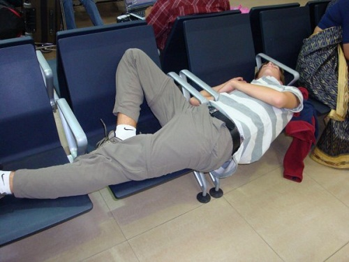 airport-publicnaps-sleeping-at-7642-6748