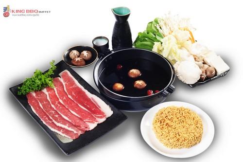 Bên cạnh các món nướng, thực khách còn được thưởng thức những món lẩu trứ danh của các nước châu Á như lẩu Kim chi, lẩu Tomyum hay lẩu Shabu Shabu.