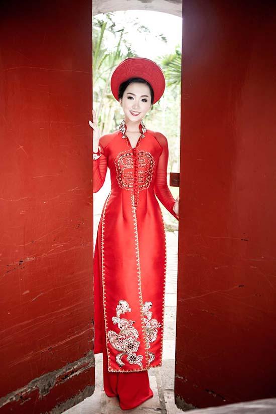 Phương Anh là Người đẹp thứ 3 của Cuộc thi Người đẹp Hạ Long 2014. Cô sẽ có mặt tại vòng Chung khảo Người đẹp Khu vực phía Bắc.