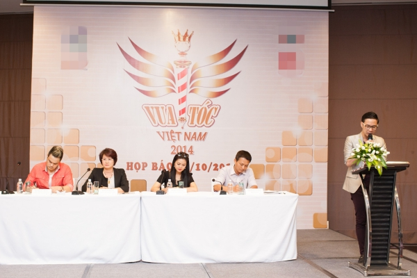 Vua Tóc Việt Nam 2014 là chương trình truyền hình thực tế đầu tiên tại Việt Nam về cuộc thi tạo mẫu tóc cho những người làm việc trong ngành tóc trên khắp cả nước.Chương trình chính thức bắt đầu nhận đơn đăng ký từ ngày 1/10 và lên sóng từ ngày8/1/2015 trên kênh VTV9 vào lúc 19 giờtối thứ năm và chủ nhật hàng tuần. Giải thưởng dành cho quán quân cũng thu hút nhiều chú ý với trị giálên đến 1 tỷ đồng, trong đó có 300 triệu đồng tiền mặt
