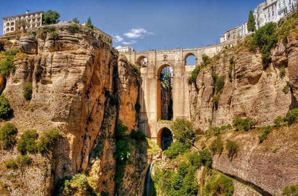 Cầu Ronda là biểu tượng của thành phố nhỏ trực thuộc tỉnh Magala (Tây Ban Nha).