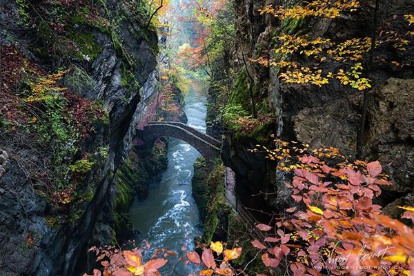 : Cầu Gorge De L'areuse (Thụy Sĩ) đẹp như trong xứ sở thần tiên.