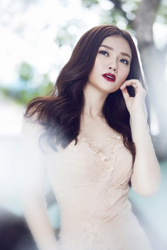 Nhiếp ảnh: Lê Thiện Viễn, Trang điểm:Minh Lộc,Stylist: Kye Nguyễn,Trang phục: Joli Poli.