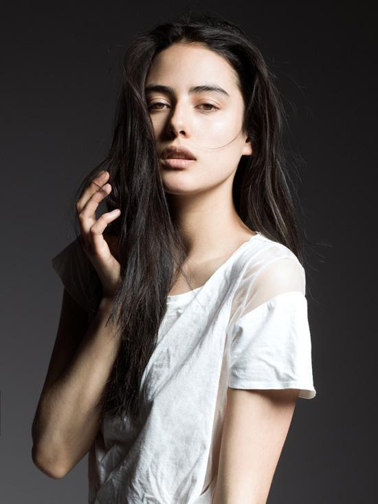 Emily Jeanne cho biết cô đã bắt đầu sự nghiệp người mẫu từ năm 14 tuổi vì thế rất hào hứng khi có thể bắt đầu sự nghiệp người mẫu tại Việt Nam kết hợp với việc học tập và khám phá Việt Nam trong khoảng thời gian cô sinh sống tại đây.