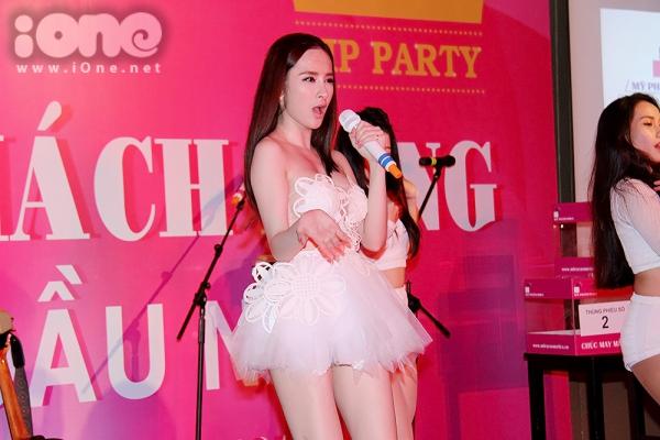 Angela-Phuong-Trinh-6-JPG-7739-141305464
