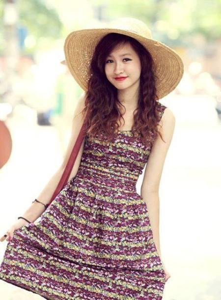 Với ngoại hình xinh xắn của mình, cô bạn là người mẫu ảnh cho một số shop thời trang, báo teens...