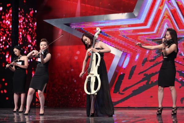 Nhóm Toxic mang đếnmàn tứ tấutrên nền nhạc điện tử. Họ được các giám khảo trao tấm vé đi tiếp vào vòng trong.Tập 4 Tìm kiếm tài năng  Vietnams Got Talent tiếp tục lên sóng vào 20hngày 19/10rên VTV3.