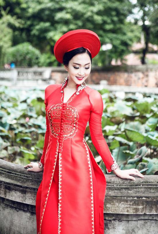Phương Anh từng giành giải Á khôi 2 của Cuộc thi Người đẹp Hạ Long 2014.
