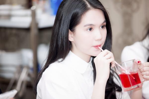 Ngoc-Trinh-image-2-3442-1413342470.jpg