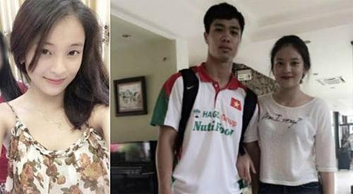 Công Phượng từng dính tin đồn tình cảm với nhiều cô gái trẻ nhưng nổi bật nhất trong số đó vẫn là Phương Anh - cô em họ của hậu vệ Tiến Dũng, đội U19 Việt Nam. Bức ảnh Phương Anh tình tứ khoác tay CP10 từng gây sốt cộng đồng mạng. Các fan tin rằng họ là cặp đôi mới của bóng đá Việt.