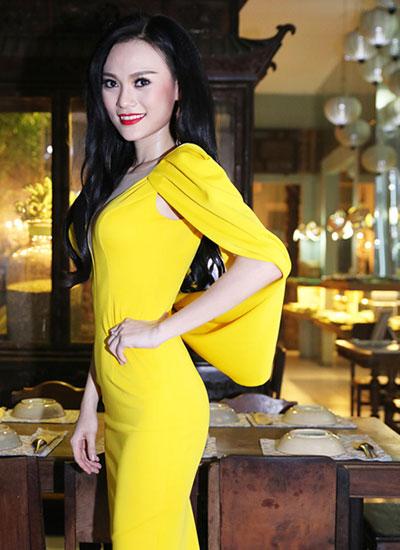 Cao Thùy Linh diện thiết kế của Lê Thanh Hòa tại tiệc mừng đoạt giải phụ Hoa hậu Quốc tế.